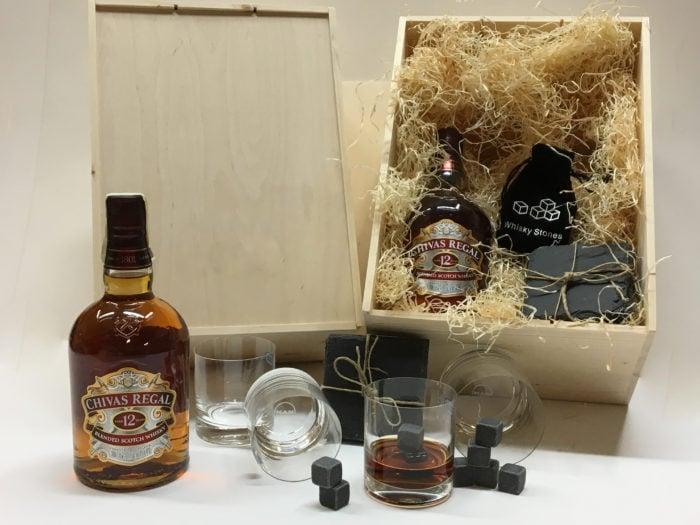 Dřevěná krabice s kvalitní whiskey