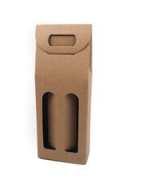 Papírová dárková taška na vína vyrobené z kvalitního německého papíru. Materiál je pevný a díky své konstrukci krabice vypadá elegantně a je především pohodlná i bezpečná. Vína jsou od sebe oddělena papírovou proložkou, která vznikne po otevření okének. Úchopné ucho díky papírovým zobáčkům zajistí pohodlné nošení. Nabízíme přírodní hnědou či červenou kombinaci.