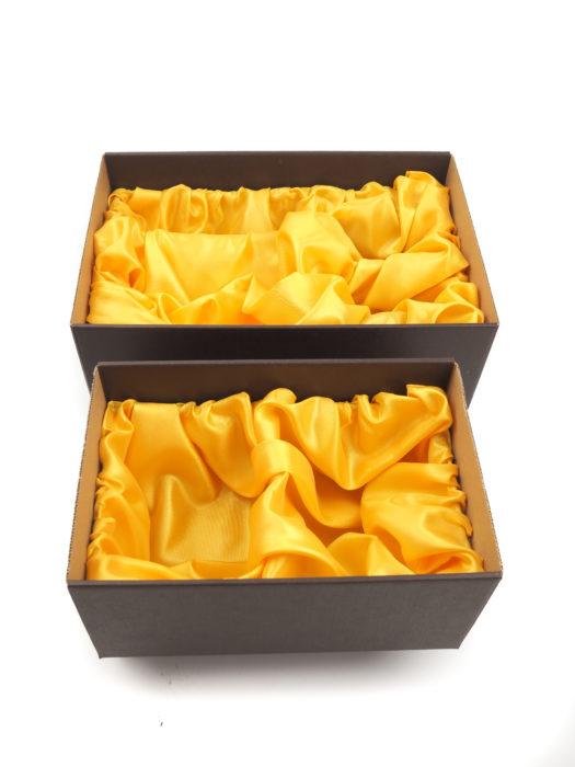Papírové krabice se saténem